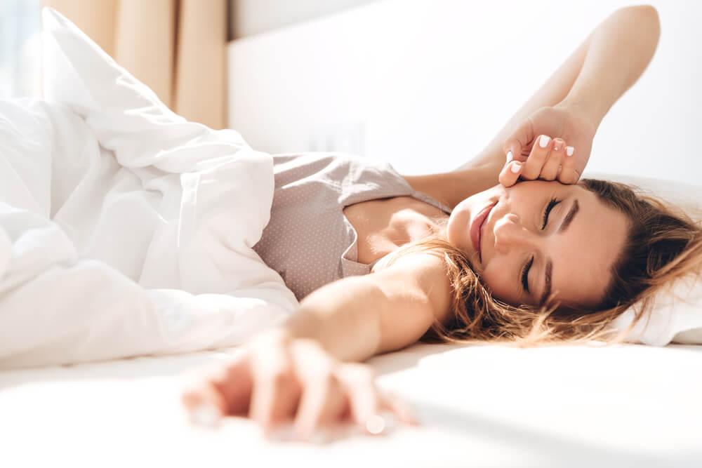 Dormire bene di notte: 7 pratiche da adottare