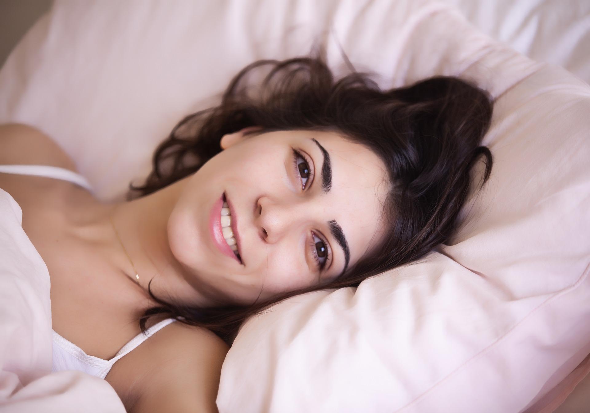 Melatonina: regolatore del sonno e potente antietà