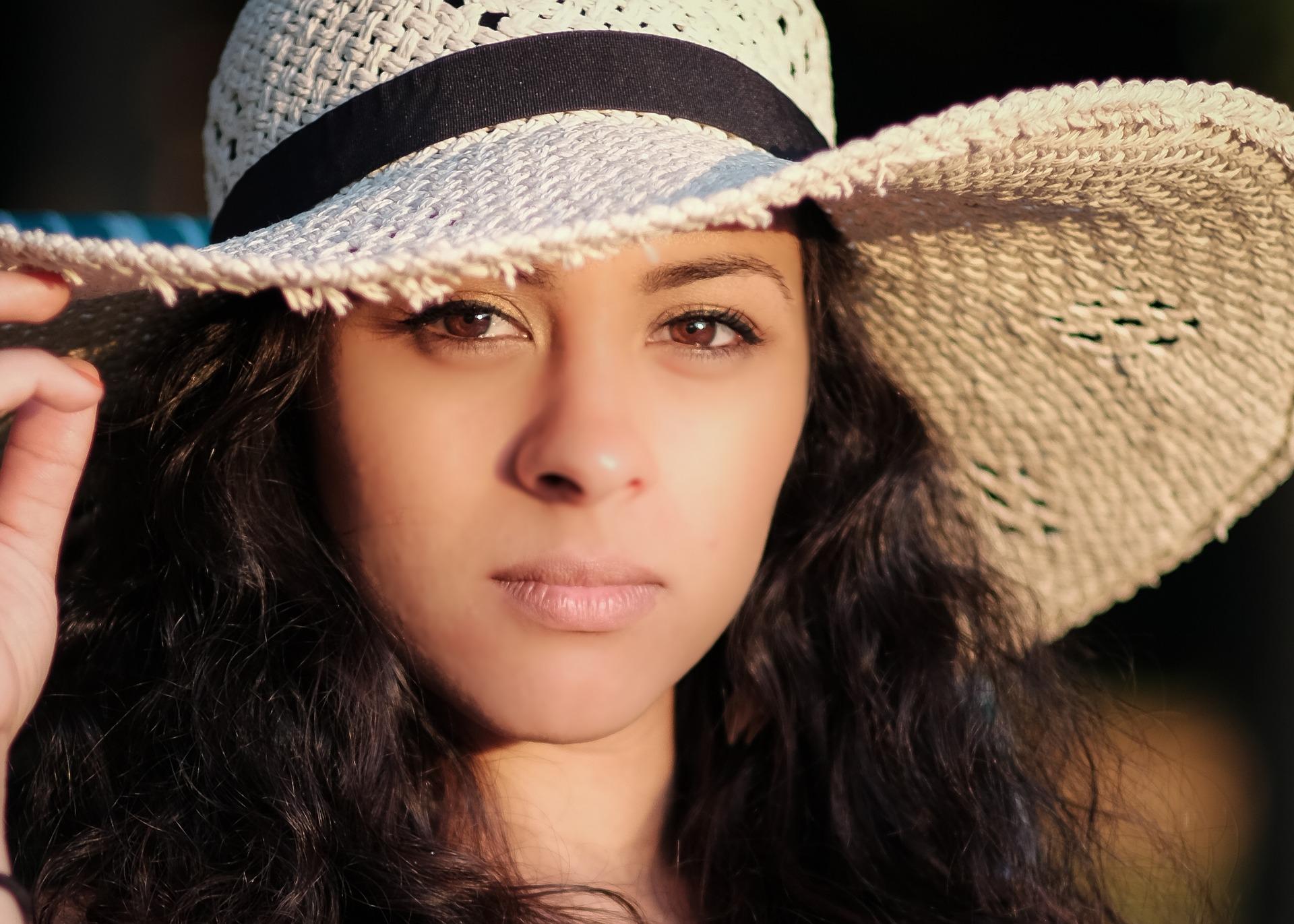 Come prevenire le macchie solari sul viso