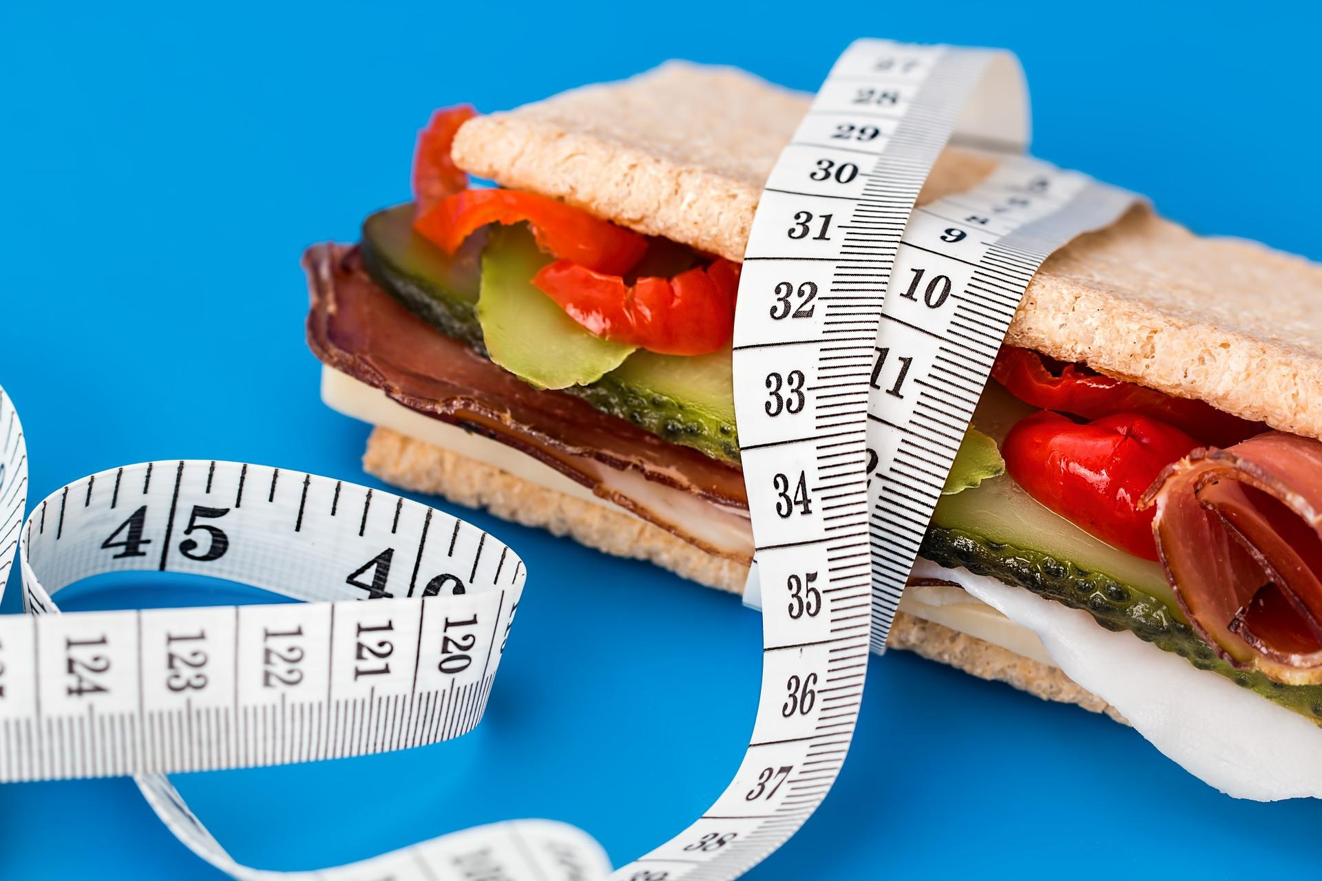 Come regolare il senso di fame e mantenere in equilibrio il peso  corporeo
